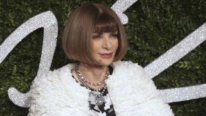 Voguen päätoimittaja Anna Wintour ilman aurinkolaseja.