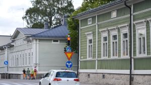 Korsningen mellan Alexandersgatan och Ågatan i Borgå med hus i empirestil.