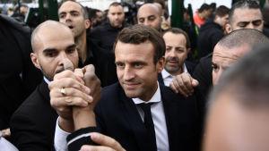 Emmanuel Macron gjorde valkampanj i Parisförorten Sarcelles den 27 april 2017.