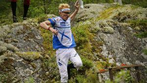 Mårten Boström i den skottska terrängen.