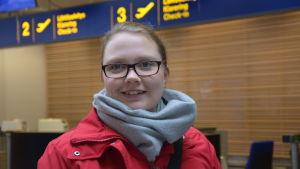 Cecilia Brandt var en av de som fick vänta hela dagen på att flyget från Vasa till Stockholm skulle lyfta.