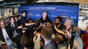 Patrik Laine intervjuas, NHL Combine 2016.