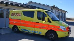 Ambulans står parkerad