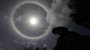 Halofenomen runt solen i Artemisa i Cuba 12.4.2013.