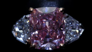 Det tidigare rekordet innehades av diamanten Graff Pink.