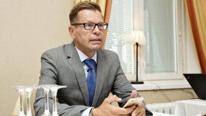 Professor Kimmo Grölund vid Åbo Akademi misstänker att Antti Rinne inte kan vinna för att bli statsminister.