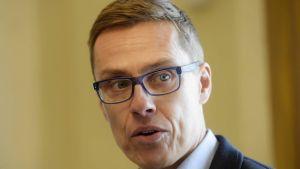 Alexander Stubb (Saml) under inspelningen av programmet Statsministerns frågetimme.