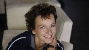 Porträtt av teaterchefen och regissören Karin Beier.