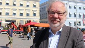 Fullmäktigeledamot Björn Månsson på Salutorget
