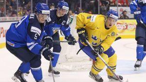 Finland spelar mot Sverige i U20-VM i ishockey.