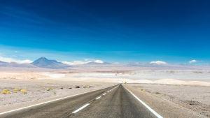 Landsväg i Chile. Atacamaöknen.