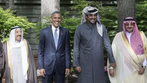 Barack Obama tillsammans med Kuwaits Schejk Sabah Al-Ahmed Al-Jaber Al-Sabah, Qatars Schejk Tameem bin Hamad Al Thani och Saudiarabiens inrikesminister och kronprins Mohammed bin Nayef bin Abdulaziz Al Saud på Camp David 14 maj 2015.