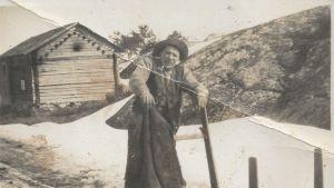 Gårdens trotjänare, drängen och sjömannen August Törndahl.
