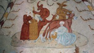Paholaiset auttavat emäntää lypsämään ja kirnuamaan, kalkkimaalaus Lohjan Pyhän Laurin kirkko, n. 1514