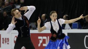 Max Lindholm och Olesia Karmi går skilda vägar. Här i elden vid VM 2013.