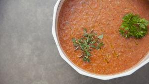 Kall tomatsoppa