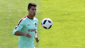 Cristiano Ronaldo tränar inför finalen i fotbolls-EM 2016.