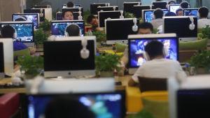 Kritiker anser att kinesernas rätt till sekretess och yttrandefrihet äventyras av den nya cybersäkerhetslagen