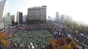 Massdemonstration mot president Park Geun-hye i centrum av Seoul, Sydkorea