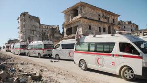 Röda halvmånens ambulanser evakuerade civila från östra Aleppo 15.12.2016