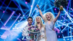 Jon Henrik Fjällgren och Aninia och Wiktoria som vann sin deltävling i Melodifestivalen 2017.
