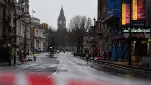 Ett avstängt Whitehall i centrala London dagen efter terrorattacken.
