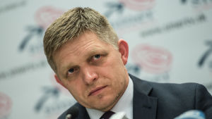 Slovakiens sittande premiärminister Robert Fico håller presskonferens efter att valresultatet blivit klart 6.3.2016