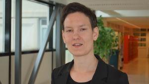 Anna Moring arbetar för regnbågsfamiljer.