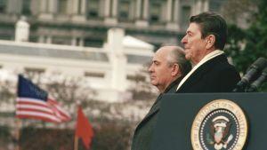 Bild på Ronald Reagan och Michail Gorbatjov