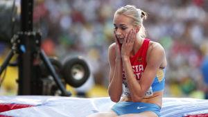 Svetlana Sjkolina chockad efter VM-guldet.