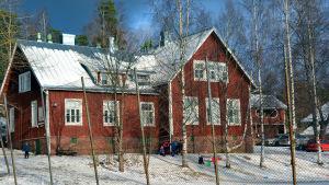 Gumbostrand skola utifrån, vinter