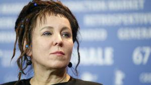 Olga Tokarczuk på presskonferens under Berlinale.