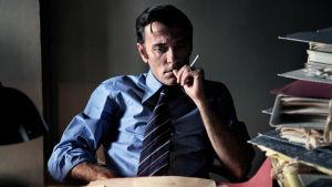 Luigi Calabresi (näyttelijä Valerio Mastandrea) elokuvassa Piazza Fontanan verilöyly