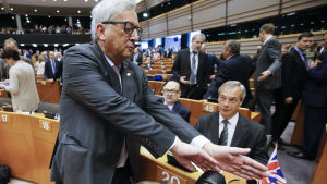 EU-kommissionens ordförande Jean-Claude Juncker och Ukipledaren Nigel Farages i EU-parlamentet
