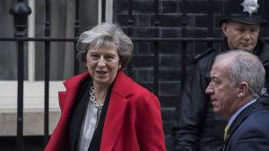 Storbritanniens premiärminister Theresa May utanför 10th Downing Street.