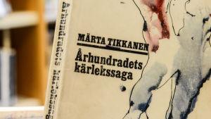 Märta Tikkanens Århundradets kärlekssaga.