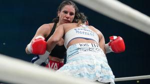 Eva Wahlström försvarade framgångsrikt sitt VM-bälte mot Anahi Ester Sanchez.