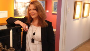 Museipedagog Johanna Kull i Tikanojas konsthem i Vasa