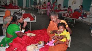 Tiotals kvinnor vårdas på sjukhus, många är i kritiskt tillstånd.