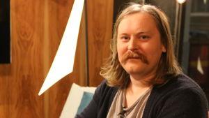 Daniel Österlund i Efter Nios studio.