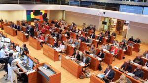 Esbo stadsfullmäktige i fullmäktigesalen