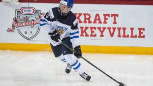 Olli Juolevi gjorde stor succé i JVM för ett år sedan och är med också i truppen som ska försvara det finländska guldet.