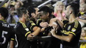 Ola Kamara firar mål med lagkamraterna i Columbus Crew, hösten 2016.