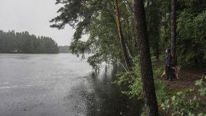 Merja Enroos, invånare i Kalajärvi, vid sjön Kalajärvi.