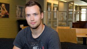Fotbollsspelaren Carljohan Eriksson hälsade på i Succésommar under deras sista sändning.