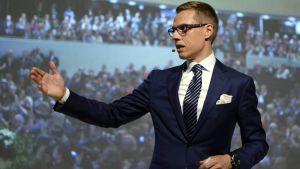 Alexander Stubb har blivit vald till Samlingspartiets ordförande.