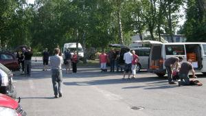 Här sker det allra första REKO-matutdelningstillfället  i juni 2013.