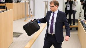 Statsminister Juha Sipilä (C) redogjorde för ändringarna i statens ägarpolitik.