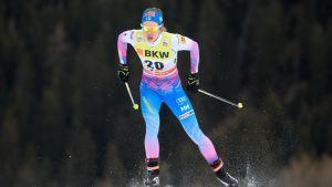 Laura Mononen är en finsk skidåkare.