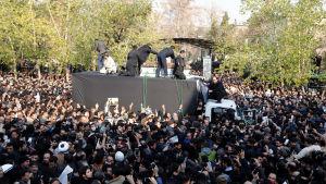 Hundratusentals sörjande samlades vid Teherans universitet för att ta farväl av sin förre president